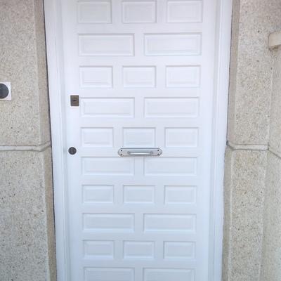 Lacado y reparación de puertas de madera