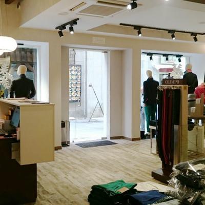 Interior Tienda Moda hombre Rasil en Ávila