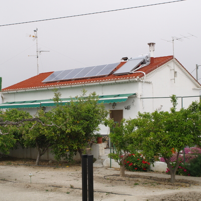 Equipo Termosifón 200L + Fotovoltaica en Lorca.