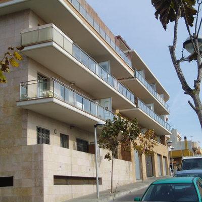 Edificio residencial plurifamiliar aislado en Blanes. 41 viviendas y garajes. Año 2005