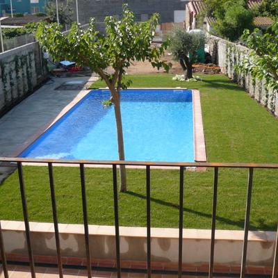 piscina de 10x5 con escalera de obra lateral