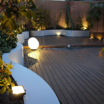 Terraza con madera de IPE y Jardinera Laccada