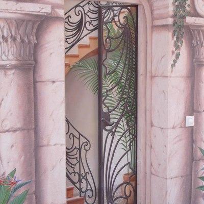 Puerta pintada, Ascensor 01