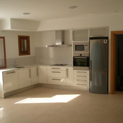 vista cocina abierto en apartamento vacacional - Cocinas En Ele