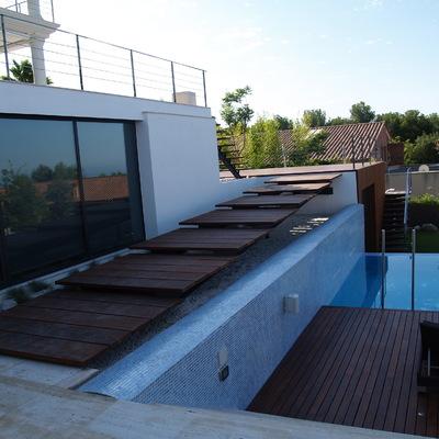 Ampliación de zonas exteriores y construcción piscina
