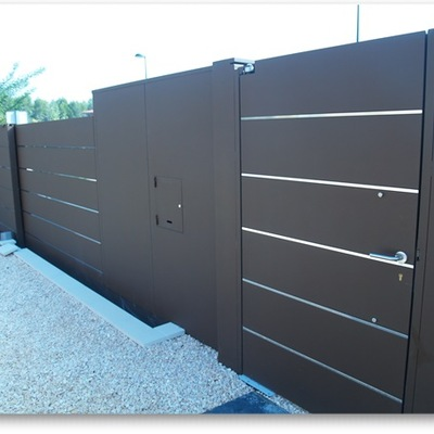 Ideas y fotos de puertas garaje para inspirarte habitissimo for Puertas metalicas modernas para exterior