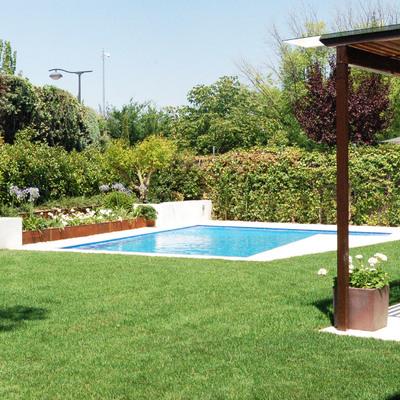 Reforma integral de jardín, con piscina y pérgola