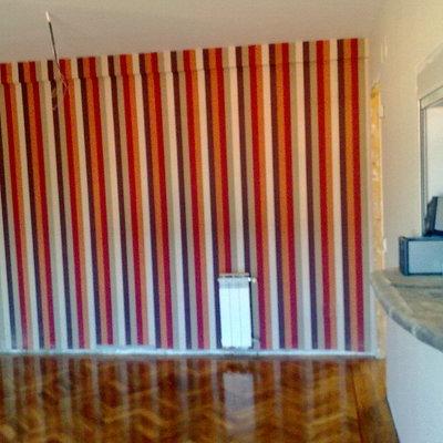 papel,  parquet y ventana comunicacion con cocina