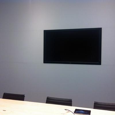 Pared con pantalla, firma americana de informática