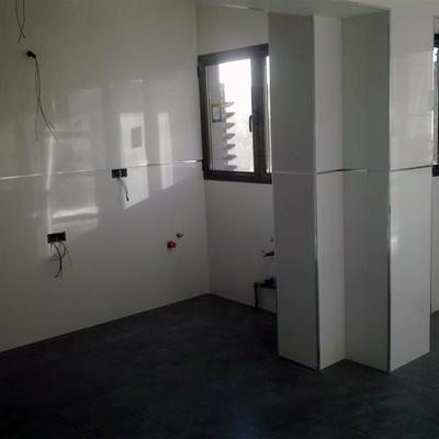 paredes en cocina rectificado blanco