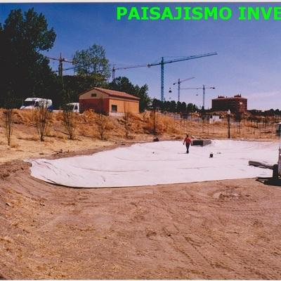 CONSTRUCCION DE LAGO CON LAMINAS DE ARCILLAS COMPRIMIDAS