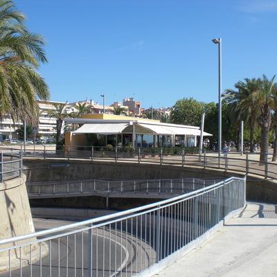 Pasarela acceso subterráneo en Mataró