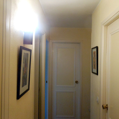 Pasillo en Pintura Plástica y Puertas Lacadas