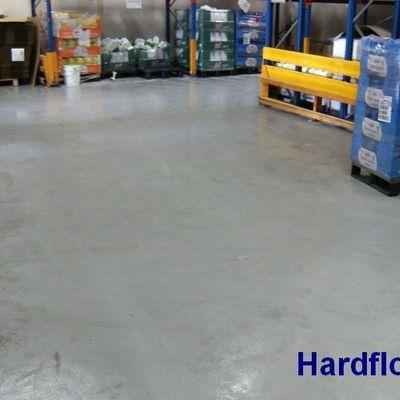 pavimento continuo epoxi en almacén con gran tránsito