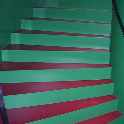 PAVIMENTO DECORATIVO EN ESCALERAS