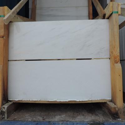 Peldaños mármol blanco