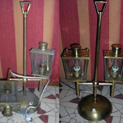 Pequeña lámpara de bronce y latón.