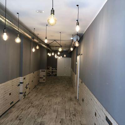 Falsos techos, iluminación, suelos, paredes