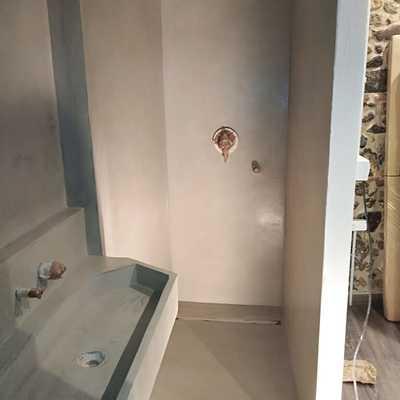 Plato de ducha en microcemento.restauración de masia