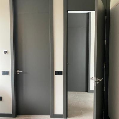 Puertas con montante lacado gris
