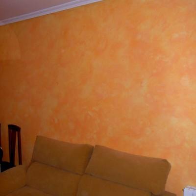 Decoración en pared principal de salón.