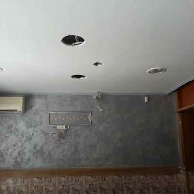 pintado de bar.techo y veladura en pared frontal. plata
