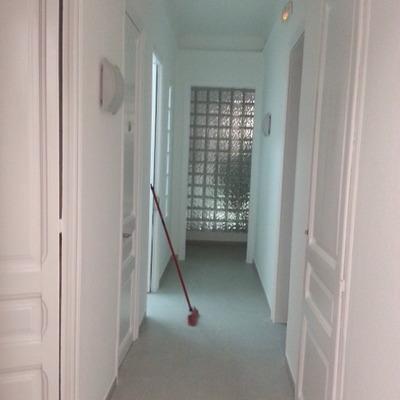 pintado de paredes y lakado de puertas en clinica dental en bcn.
