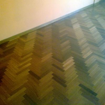 Pintar paredes y barnizado  suelo de salón