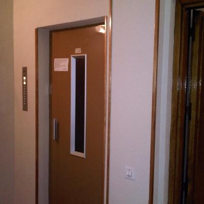 pintura de puertas de ascensor