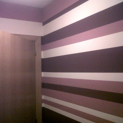 Pintura dormitorio a rayas horizontales