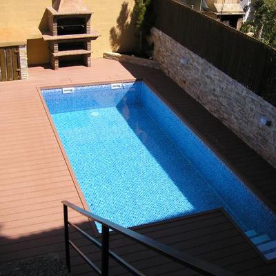 piscina con tarima tecnológica