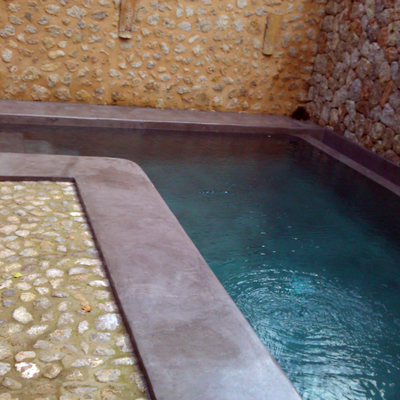 piscina con microcemento