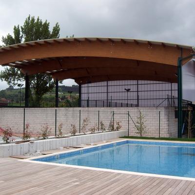 Piscina municipal y cubierta de pistas de pádel en Meruelo, Cantabria