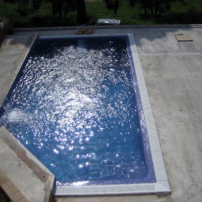 piscina rebosante