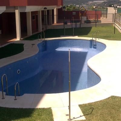 Piscinas leal v lez m laga - Formas de piscinas ...