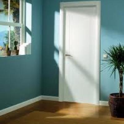 piso pintado con puertas lacadas