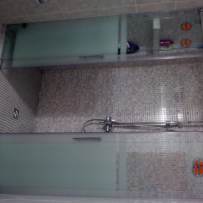 Plato de ducha con mampara antical