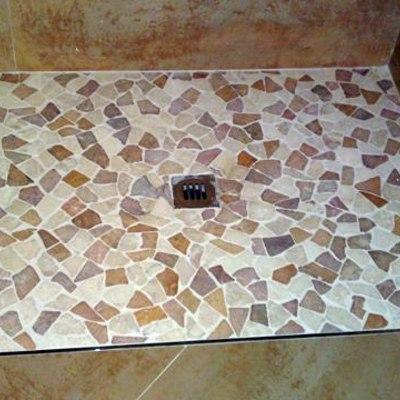 Plato de ducha de obra a nivel del suelo