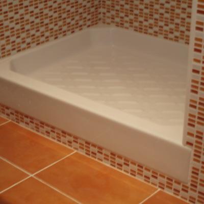 Plato de ducha hondo y elevado