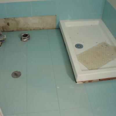 Plato de ducha plano y elevado