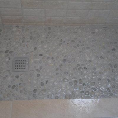 Plato de ducha con piedras de río (terminado)