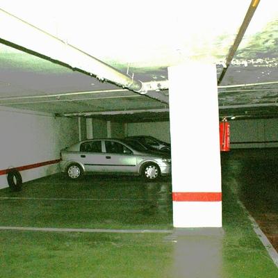 Vista lateral de plaza de garaje