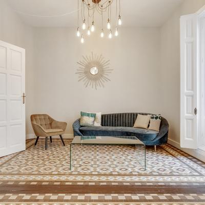 Salón secundario con mosaico hidráulico