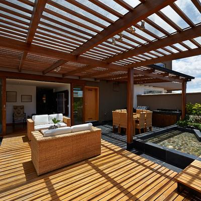 Porche y terraza de madera