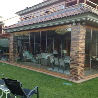Instalación de Cortinas de Cristal y Toldo en un Porche de un Cliente Particular