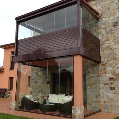 Porche y terraza en Oviedo