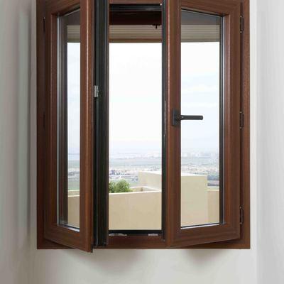 Puerta PVC color madera/Porta PVC color fusta.