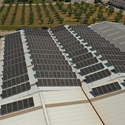 Instalación de energia solar en cubierta industrial