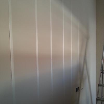 preparacion para hacer una pared de rayas