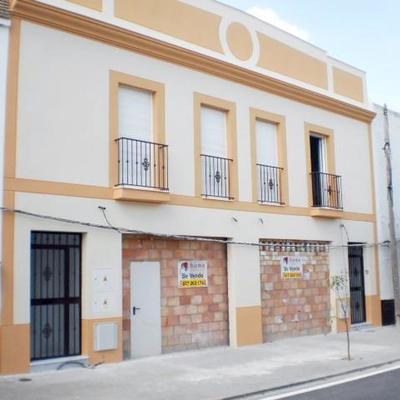 Promoción de dos pisos y dos locales comerciales